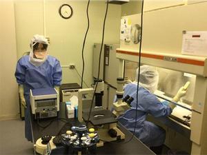 NHKスペシャル「パンデミック 激動の世界」シリーズ第6回にヒトレトロウイルス学共同研究センター・抗ウイルス化学療法研究分野の研究が取り上げられます