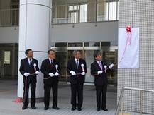 大学院共同獣医学研究科の設置に伴う銘板除幕式を開催