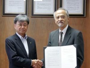 熊本大学と共同研究センター設置準備のための合意書を締結