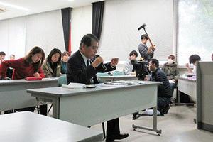 法文学部「まちづくり論」で学生と鹿児島市副市長との意見交換会を実施