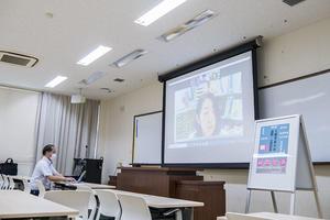 公開授業もオンラインで。「遠隔・公開授業」受講生ガイダンスを開催