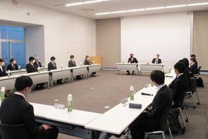 学長と学部新入生との懇談会を開催