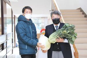 農学部学生が桜島大根を寄贈