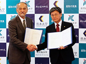 熊本大学と合同設置する 「ヒトレトロウイルス学共同研究センター」に関する協定を締結