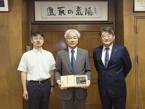 教育学部の池川教授が第75回日本芸術院賞授賞式の報告を行いました