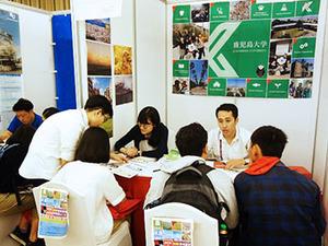 ベトナムで開催された日本留学フェアに鹿児島大学ブースを出展しました