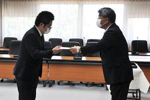 令和2年度種村完司私費外国人留学生奨学金授与式を開催