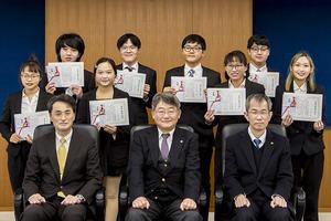 令和2年度後期鹿児島大学留学生後援会奨学金授与式を挙行