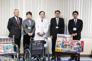 【鹿児島大学病院】(一財)親和会より患者用車椅子、小児患者向けおもちゃ一式を寄贈いただきました
