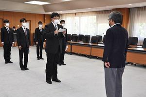 令和3年度前期鹿児島大学留学生後援会奨学金授与式を開催